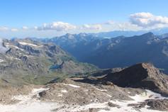 Vue sur le refuge Mantova (3455 m) et les Alpes italiennes