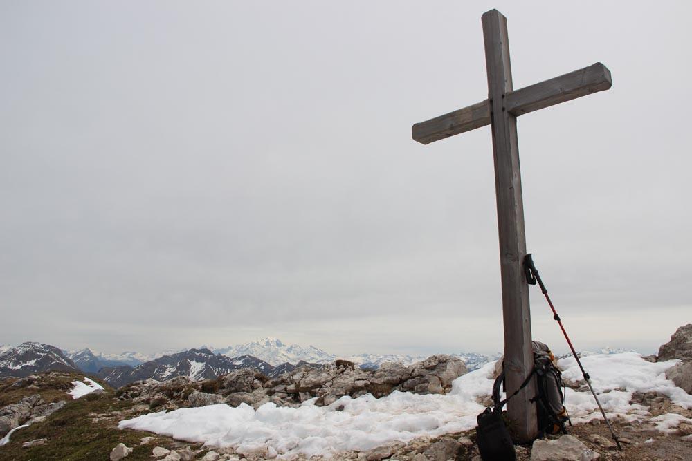 Le sommet sur fond de Mont-Blanc