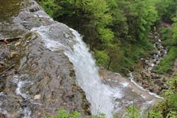En haut de la cascade
