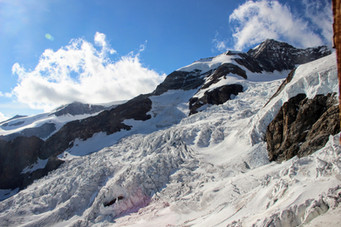 Le glacier du Lys qui s'écoule à proximité du refuge.