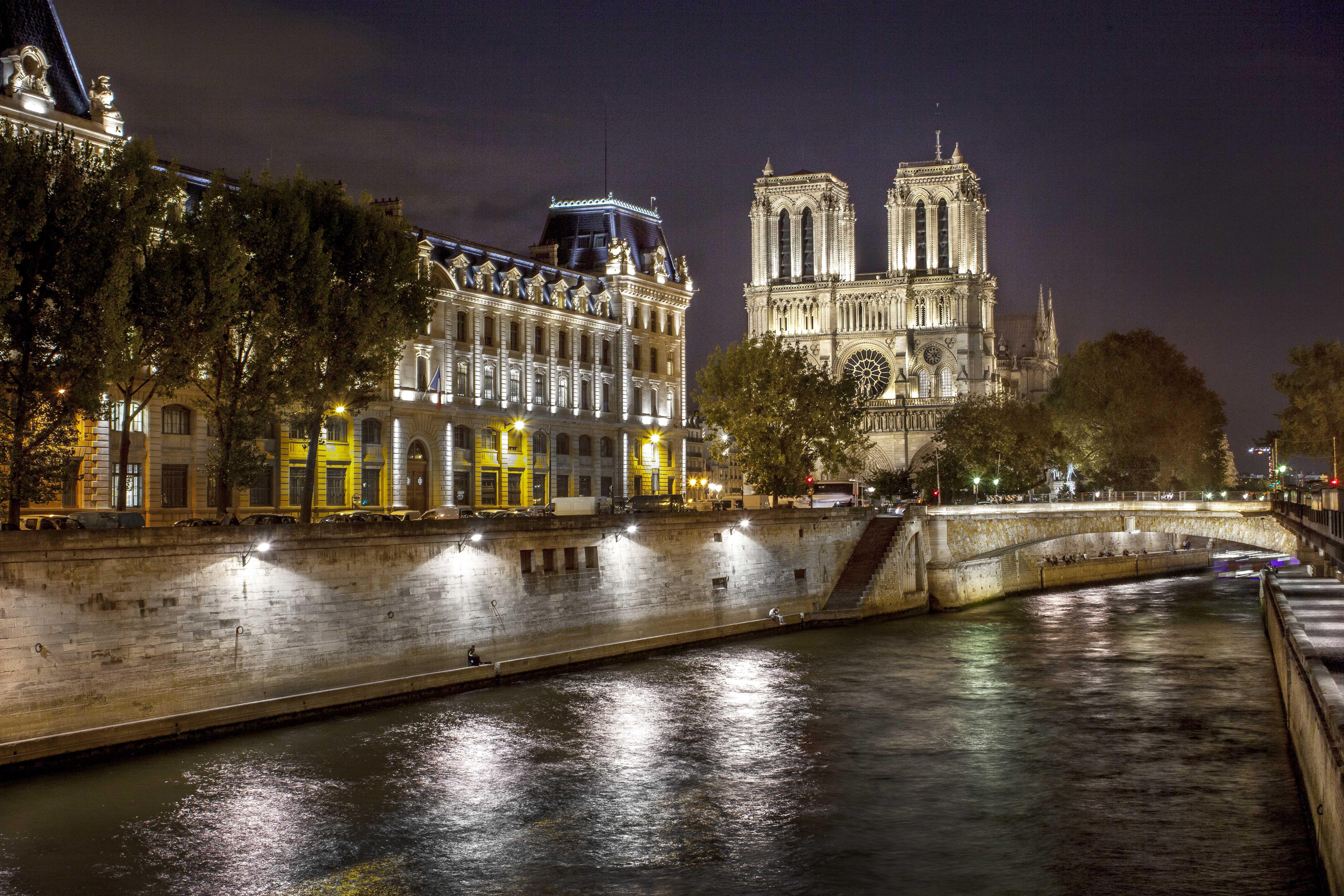 Notre Dame night a.jpg