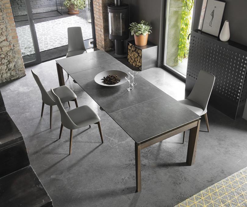 Jídelní stůl od italské značky Caligaris