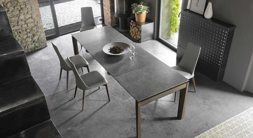 Dining table from the Italian brand Caligaris