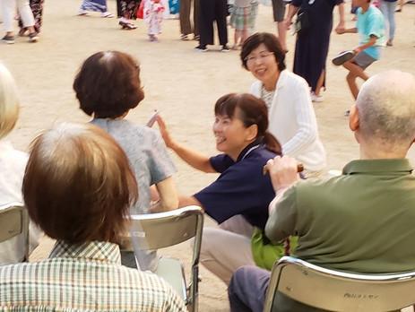 ■今日の夏祭りには地域の高齢者施設の皆さんも参加され交流されていました。皆さん本当にお元気でうれしくなります。 こうした行事に出かけたり地域の方から声をかけられたりと日常とはまた違った楽しい時間はとて