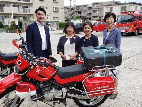 ■名古屋市はこのほど消防活動用バイク2台を導入し名東消防署に配備しました。市は今後、高速道路上の事故、林野の火災などさまざまな場面で活用していきます。  これは2017年の6月定例会で近藤議員が要望し