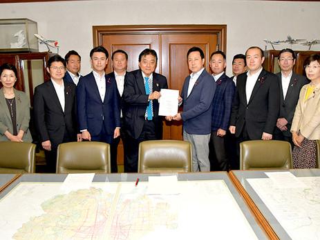 ■滋賀県大津市の保育園児らが巻きこまれた衝突事故を受け交通安全対策の強化を求める緊急要望を河村市長に対して行いました。