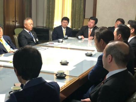 「学校体育館へのエアコン設置」について河村市長に早期の予算化を要望しました。