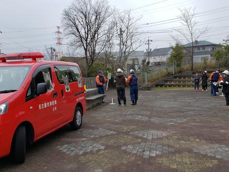 ■県営梅森坂住宅の集会場て自主防災訓練が行われました。冷たい小雨の中、皆さん真剣に取り組まれました