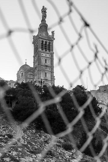 Notre Dame vue grillagée