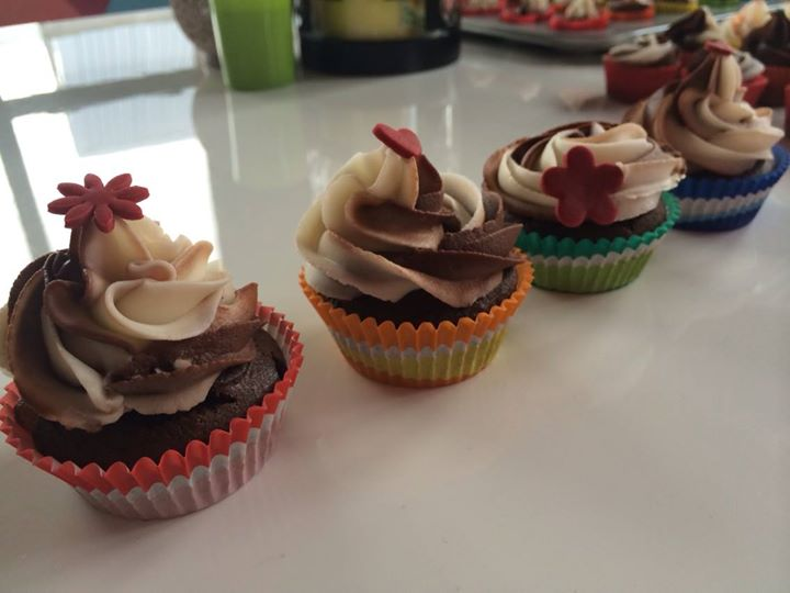 Facebook - And 4 normal size cupcakes