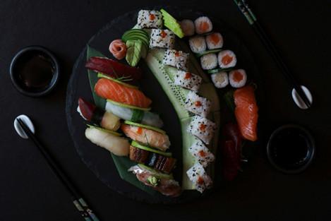 Variado Sushi Okami Restaurante Japonés Málaga