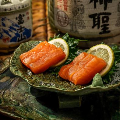 Sashimi Salmón Okami Sushi Málaga.jpg