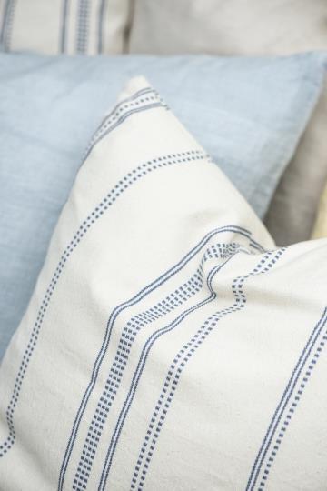 Kissen mit gewebtem Muster in blau