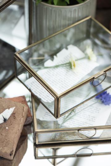 Glasschachtel mit Deckel und Einfassung aus Metall