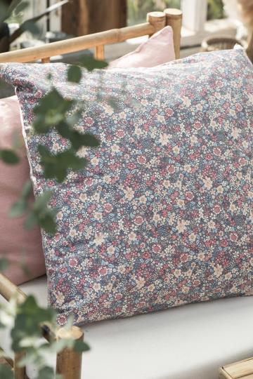 Kissen mit Blumenmuster lavendelfarben