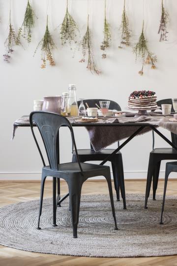 Stuhl aus Metall im industrial Style