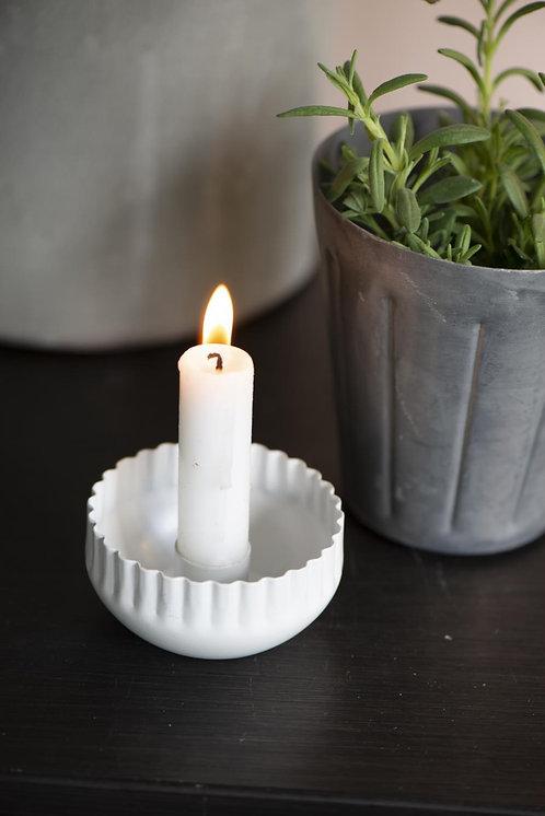 Kerzenhalter mit gewelltem Rand, weiss