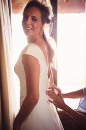35-sposa-preparazione-finestra-vestito.j