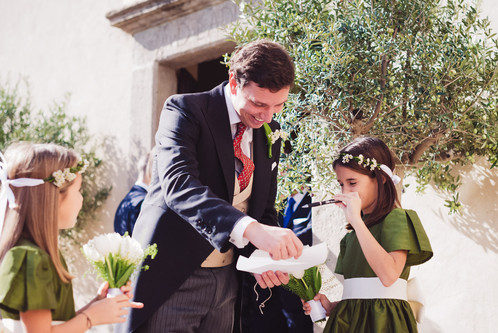 49-matrimonio-sposo-damigelle-sorriso.jp