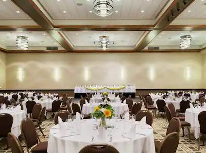 omah-ballroom-104.webp