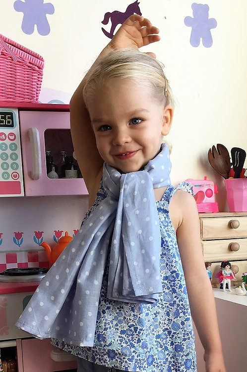 SCARF WITH DOTS