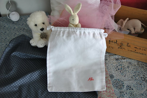 GARNMENT BAG WITH EMBROIDERED PERSONALISATION