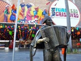 Feira de São Cristóvão comemora com bolo de 5 metros seus 73 anos de existência e 15 de pavilhão.  L