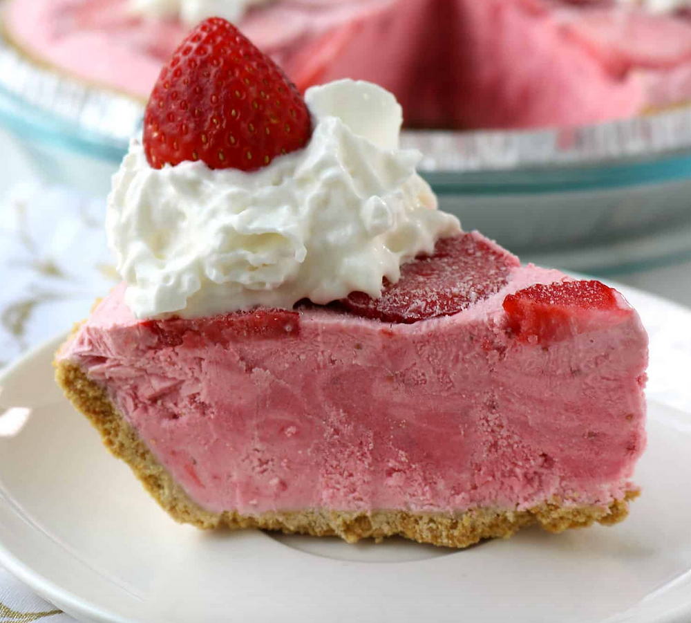 Boozy Frozen Strawberry Daiquiri Pie
