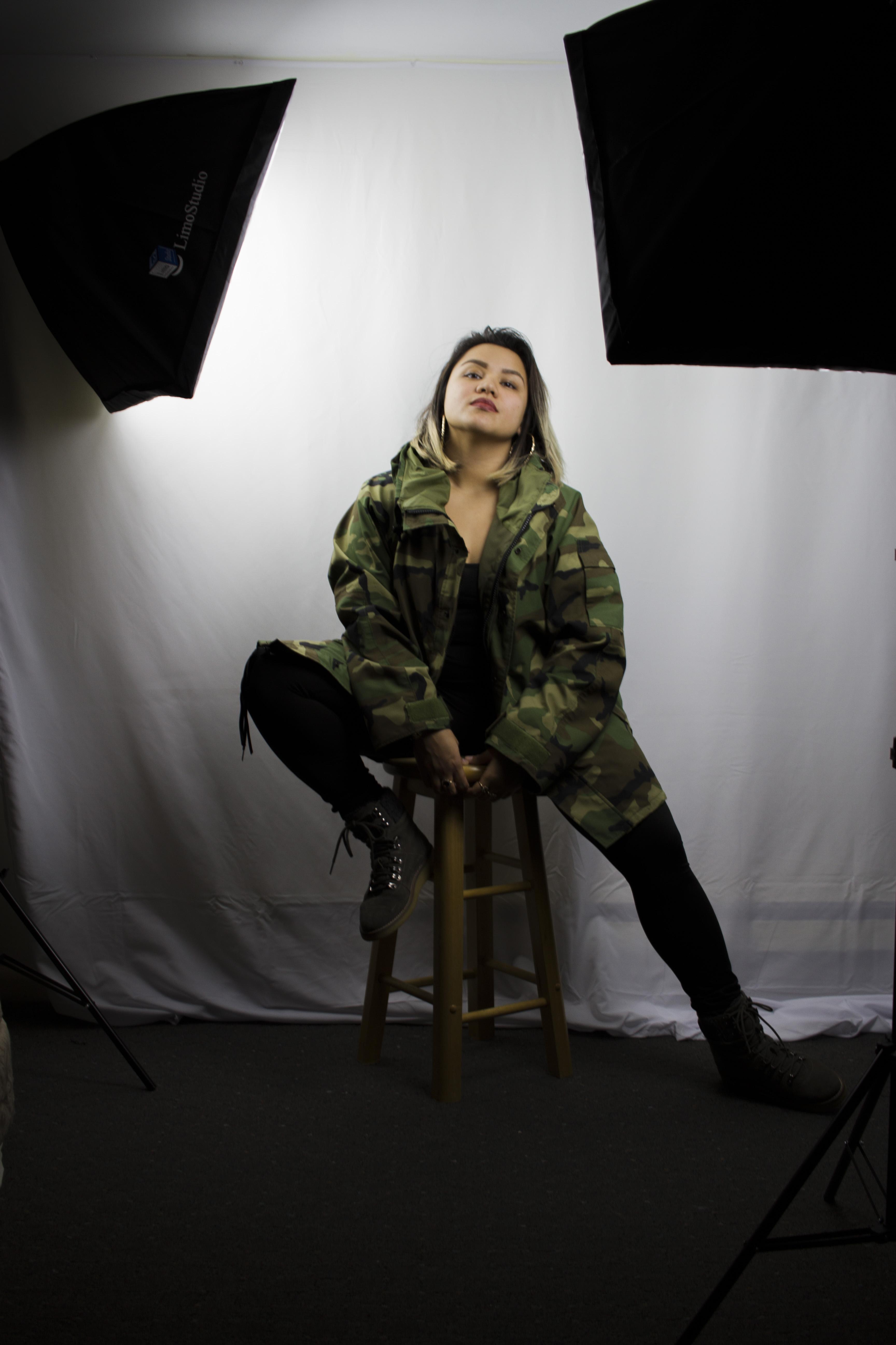 Olivia in the Studio_271