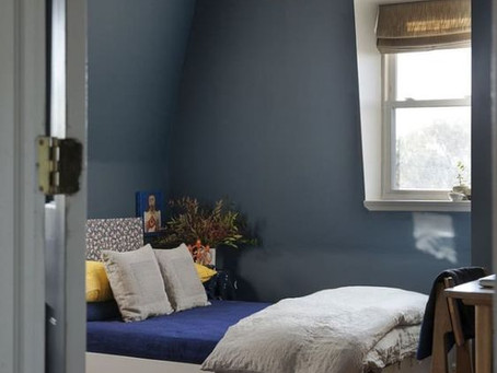 How to decorate a bedroom with low ceilings