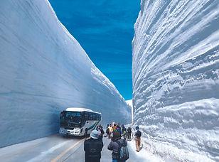 snow wall tateyama alpine.jpeg