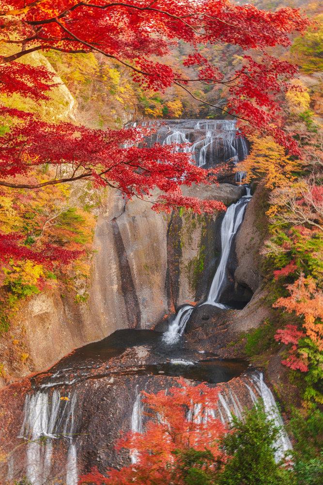 日本三名瀑・袋田の滝と竜神大吊橋で秋の絶景を満喫