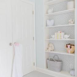 nursery-bookshelf-decor.JPG