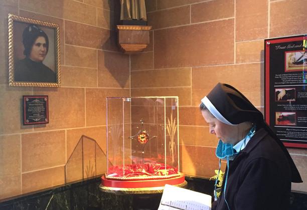 sr-mary-praying-colleen-mattinglyjpg