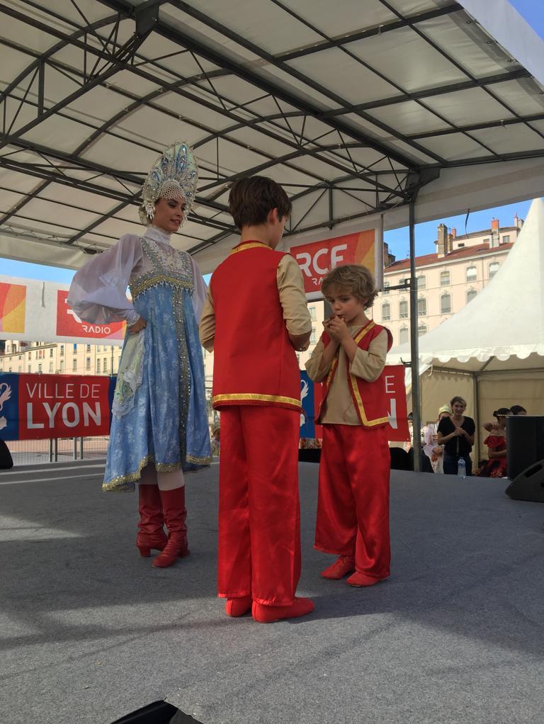 Amandine, Amaury et Timothé, fête consulaire, place Bellecour