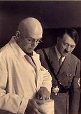 Paul Ludwig Troost e Hitler, em um de seus muitos retratos juntos Década de 1930