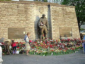 "Memorial da II Guerra Mundial - ""Soldado de Bronze"" - Estônia,  1947"
