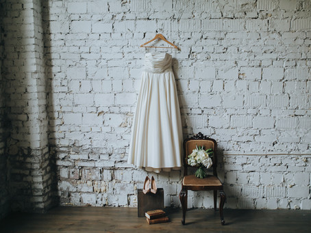Wedding Dress Rental: Slim Budget for Bridal Gown? Rent like the Groom