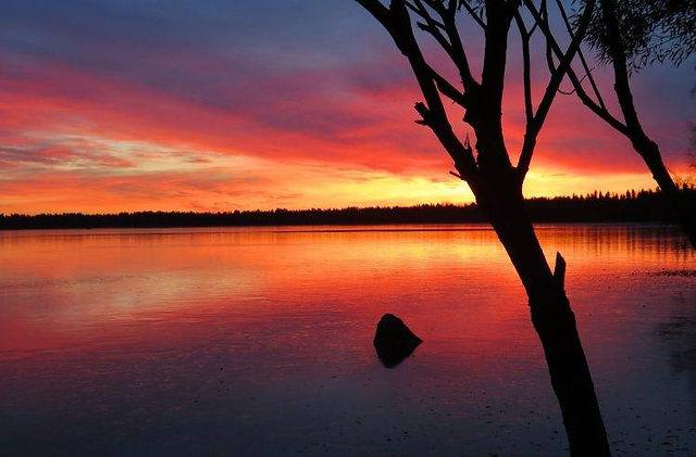 339382-landscape-sunset-lake-748x492.jpg