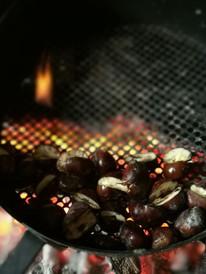Des chatainges grillée au feu de cheminée