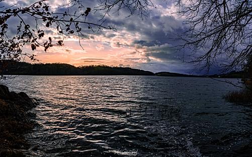 Lac de Pannecière.jpg