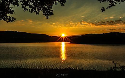 19- Lever de soleil à Pannecière