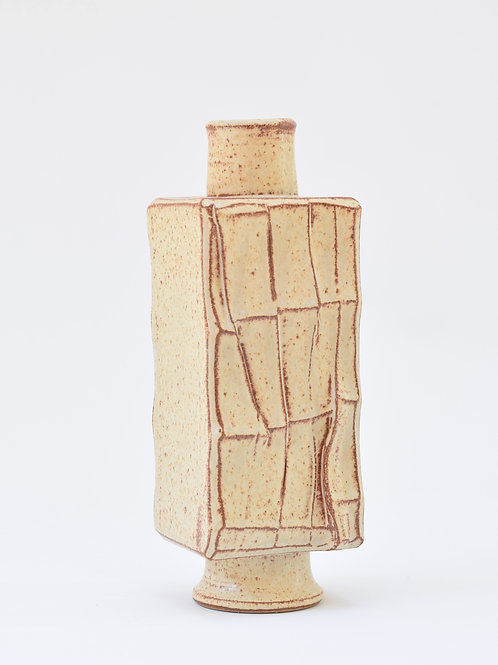 Faceted flask 01