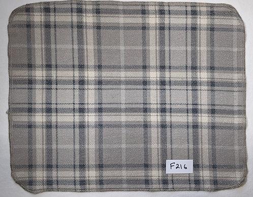F216 - Roll of 32 towels