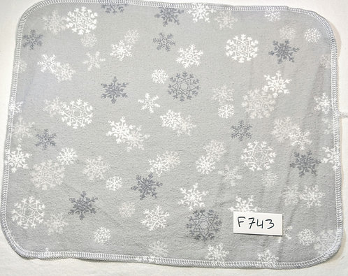 F743 - Roll of 32 towels