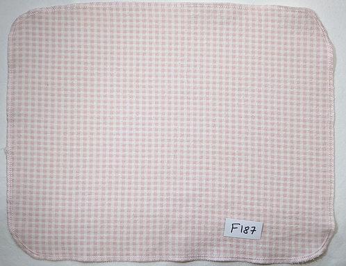 F187 - Roll of 32 towels
