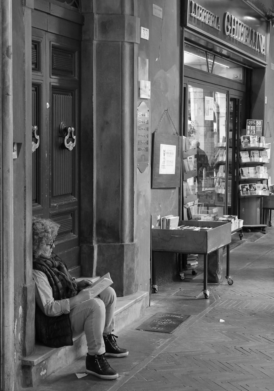 The book store seller in Pisa