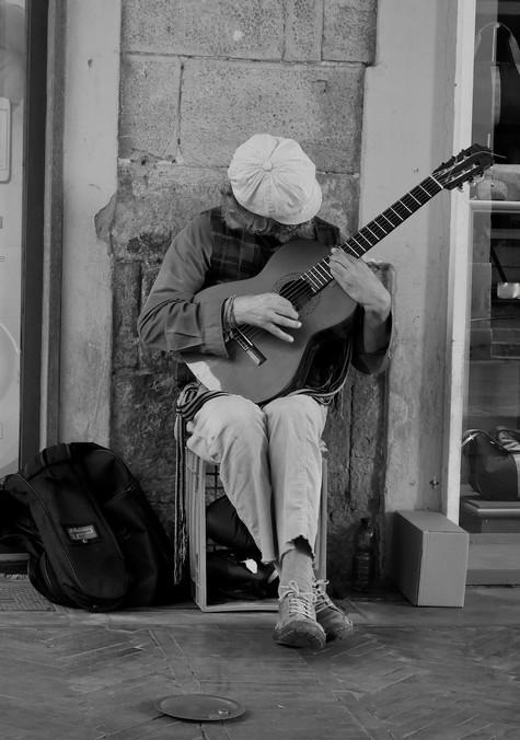 Street musician in Pisa