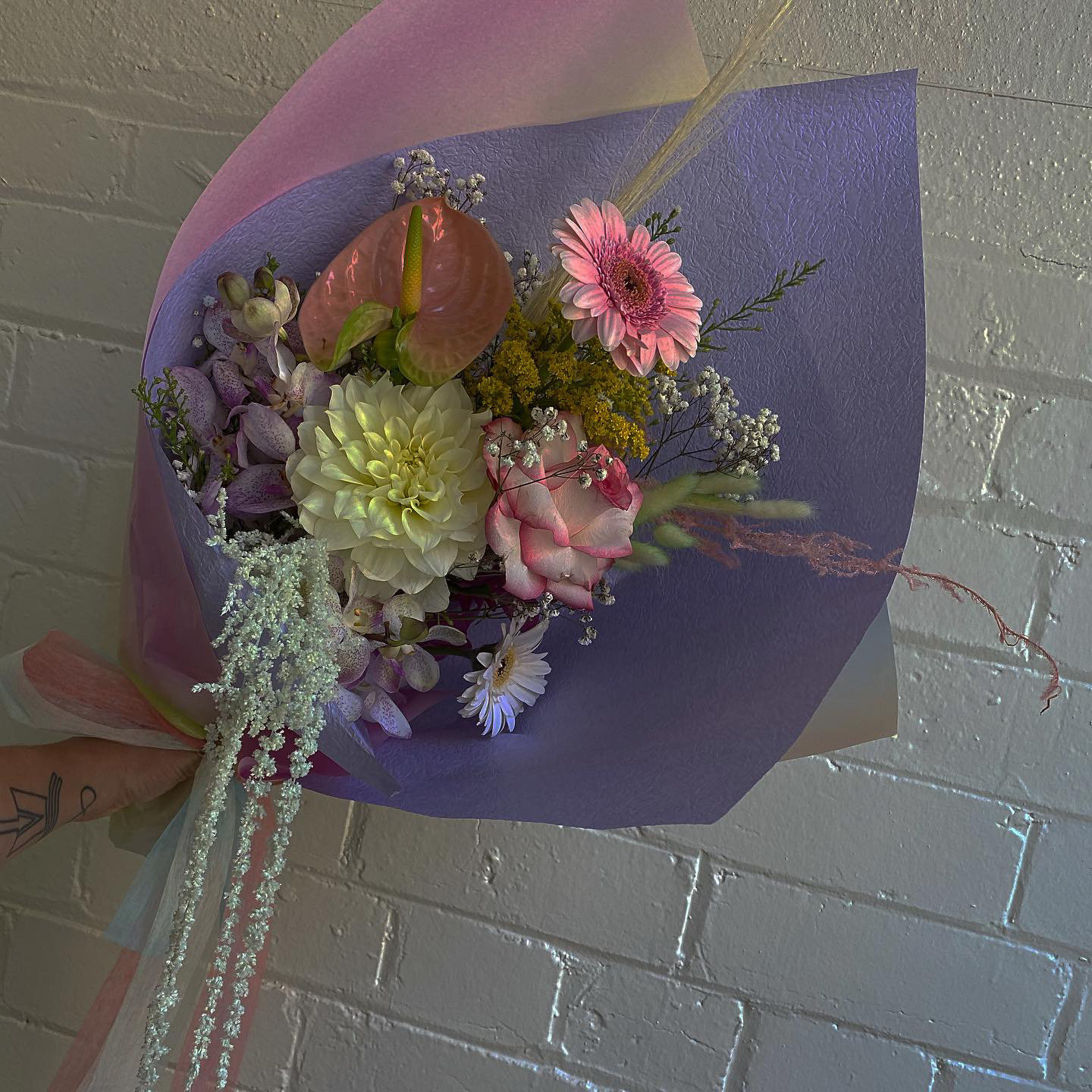 Dried everlasting and fresh flower arrangement made by Melbourne Floral Artist xxflos
