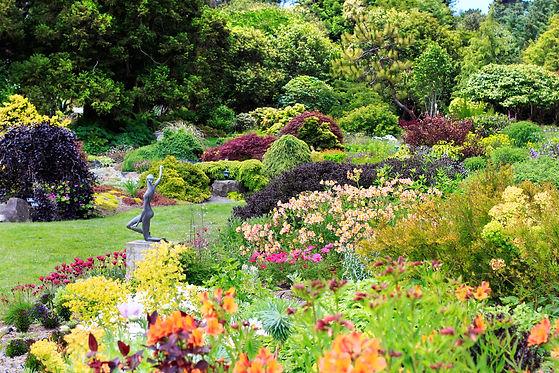 mg_6481_jun2017-perennial_garden_web-1.j